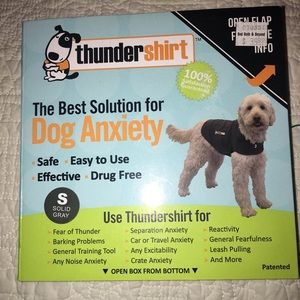 Thunder shirt  for dogs. Size small. New !